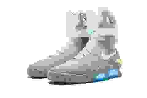 Đôi giày thể thao được bán đấu giá lên tới hơn 3,7 tỉ đồng