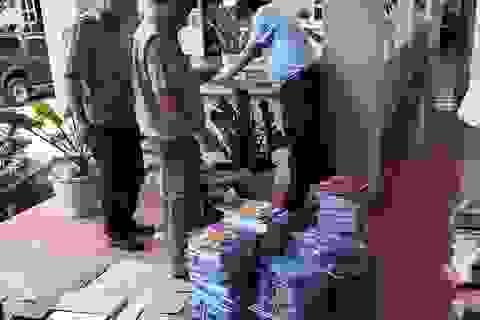 Bắt giữ hàng nghìn quyển sách giáo khoa bị dán tem giả