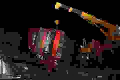 Lật xe khách, 1 người tử vong, nhiều người bị thương