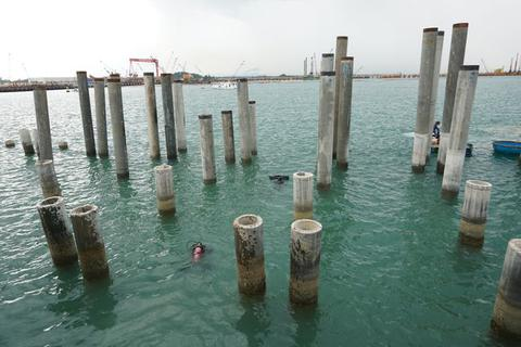 Khai quật tàu cổ ở Dung Quất thu được hầu hết là mảnh vỡ?