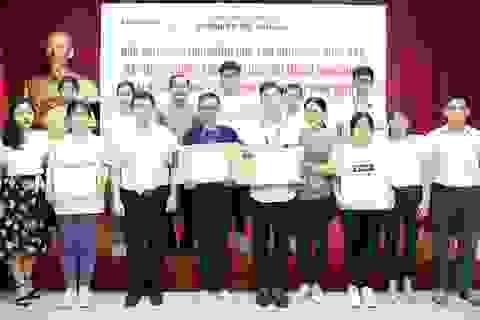 Trao học bổng toàn khóa học cho tân sinh viên có thành tích xuất sắc trong kỳ thi THPT 2019