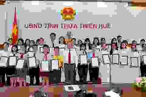 Lần đầu tiên Chủ tịch tỉnh gặp mặt, tặng bằng khen cho học sinh đạt thành tích cao trong các kỳ thi