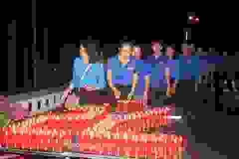 Thanh niên Bình Định thắp nến tri ân tại các nghĩa trang liệt sỹ
