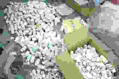 Bắt 11 người trong đường dây sản xuất thuốc, thực phẩm chức năng giả