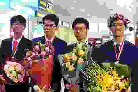Rộn ràng đón các chàng trai trở về từ Olympic Hóa học quốc tế 2019