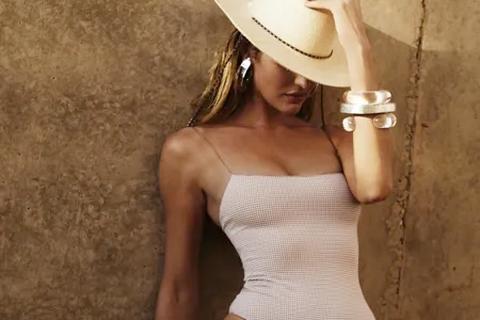 """Candice Swanepoel """"nhá hàng"""" loạt ảnh áo tắm nóng bỏng"""