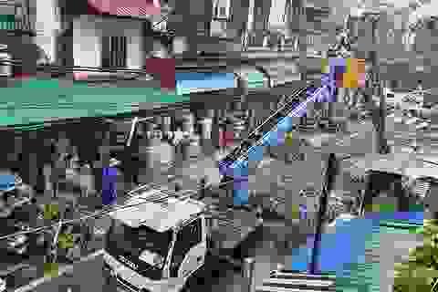 Hà Nội mưa liên tục sau bão, cây xanh gãy đổ ở nhiều nơi