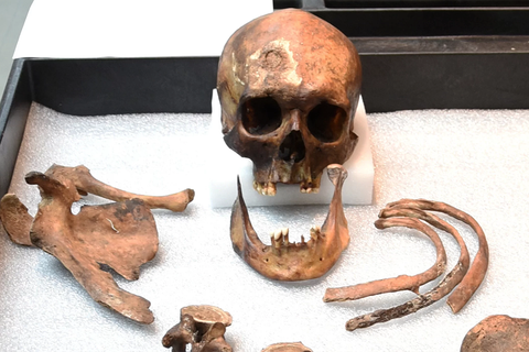 """Bí ẩn bộ xương """"ma cà rồng"""" được xác định 200 năm sau khi chôn cất"""