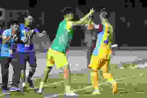 Thua đắng Khánh Hoà, CLB TPHCM mất ngôi đầu bảng V-League