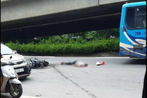 Xe buýt cán chết người trên đường phố Hà Nội