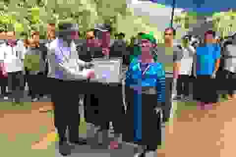 Truy tặng huy hiệu, bằng khen cho Trưởng Công an xã hy sinh khi chống lũ