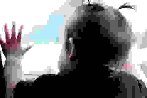 """Làm thế nào để không """"bỏ quên"""" trẻ con trên xe?"""