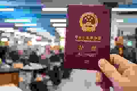 Philippines đóng dấu có bản đồ Biển Đông lên hộ chiếu khách Trung Quốc nhập cảnh