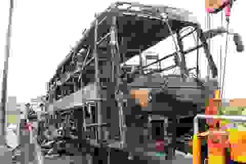 Xe khách cháy trơ khung, 40 hành khách được sơ tán kịp thời