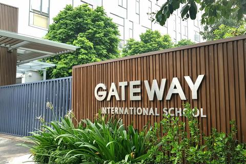 """Học sinh Gateway tử vong: Cháu bị """"bỏ quên"""" 9 tiếng trên xe như thế nào?"""
