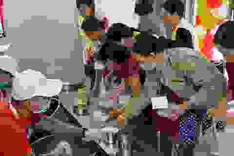 """Những bữa cơm """"không đồng"""" ấm lòng bệnh nhân nghèo"""