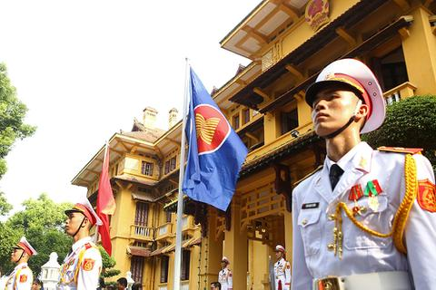 Lễ thượng cờ ASEAN trang trọng ở Hà Nội kỷ niệm 52 năm thành lập