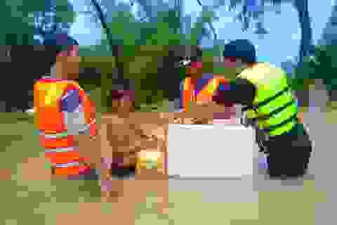 Nghĩa tình hộp cơm, tấm áo trong đợt lũ lụt chưa từng có ở Phú Quốc