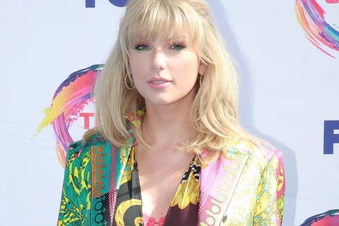 Taylor Swift, xinh đẹp đọ sắc với Jessica Alba