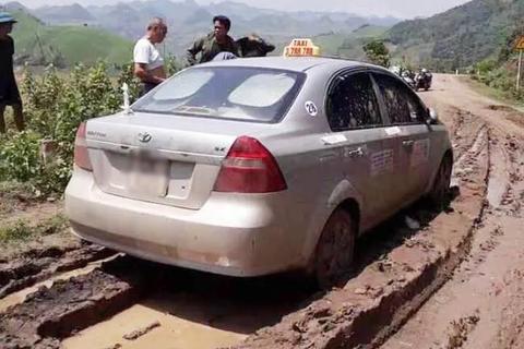 Trưởng công an xã kể lại thời điểm bắt giữ 3 người nước ngoài nghi giết lái xe taxi
