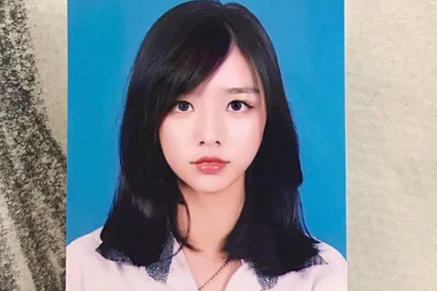 Vừa là tân sinh viên, hot girl Quảng Bình đã thành tâm điểm chú ý