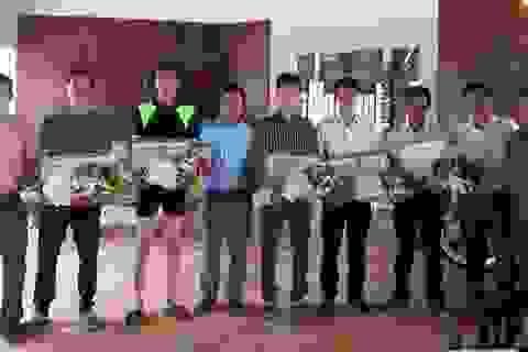 Vụ sóng biển cuốn trôi 11 du khách: Khen thưởng 6 người tham gia cứu hộ