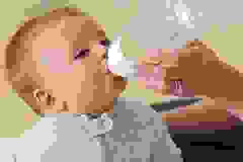 Mẹo hay cho con cai bình bú sữa