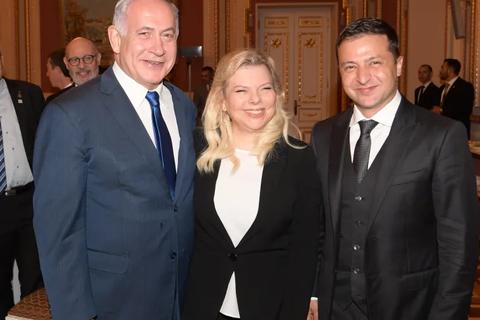 Hành động thả bánh mì gây tranh cãi của phu nhân Thủ tướng Israel khi thăm Ukraine