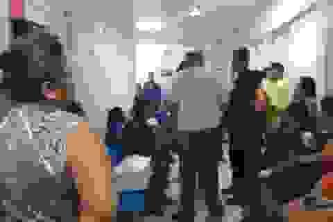 Xác con sơ sinh biến mất, bệnh viện trao cho cha mẹ quan tài chứa đầy rác