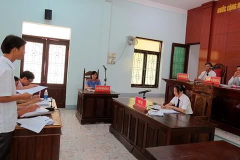 """Quảng Bình:Huỷ quyết định """"buộc thôi việc"""" cho một viên chức bị kỷ luật vì đánh bạc"""