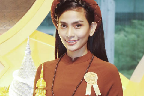 Trương Thị May nhận giải Người con của Đức Phật