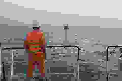 Hai tàu cá hỏng máy thả trôi cùng 49 ngư dân