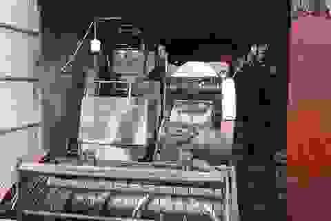 Máy gặt lúa mới mua của Bí thư thôn nghi bị phóng hỏa đốt trụi