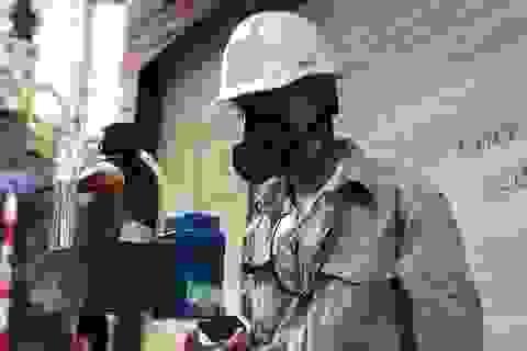 Hà Nội: Lấy mẫu không khí quanh khu vực vụ cháy Công ty Rạng Đông