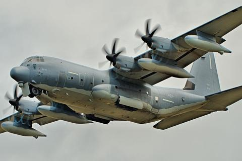 Sau tàu chiến, Mỹ đưa máy bay quân sự qua eo biển Đài Loan
