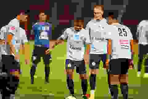 """Lo bị """"do thám"""", đội tuyển Thái Lan thay đổi sân tập chóng mặt"""