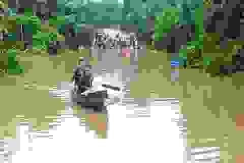 Di dời hàng chục hộ dân ra khỏi vùng ngập lụt nguy hiểm
