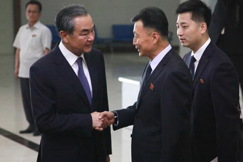 Căng thẳng với Mỹ, ngoại trưởng Trung Quốc bất ngờ thăm Triều Tiên