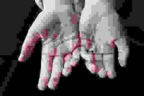 Khoa học cùng với bé: Vì sao chân, tay bị nhăn khi ngâm lâu trong nước?
