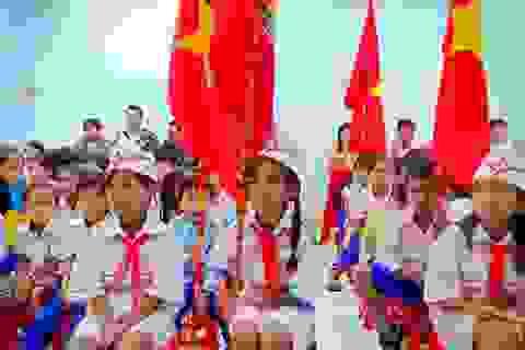 Dù mưa lũ, học sinh Quảng Trị vẫn tham gia ngày hội khai trường