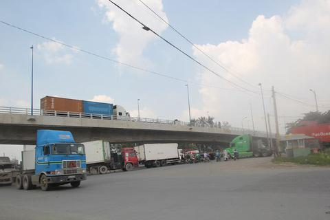 Mở rộng đường vào cảng lớn nhất Việt Nam