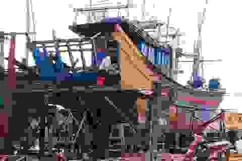 """Phú Yên: Nhiều rủi ro khi ngư dân tự cải hoán, """"nối"""" tàu cá dài trên 15m"""