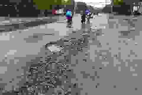 """""""Hết hồn"""" với cạm bẫy giao thông sau mưa lớn"""