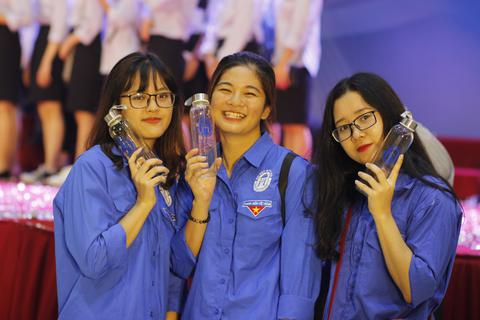 """Trường ĐH Mở Hà Nội """"Nói không với rác thải nhựa"""" trong lễ khai giảng"""