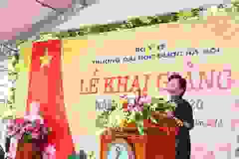 """Dạ Hương tiếp tục trao học bổng """"Chung sức cùng nữ thầy thuốc tương lai"""" cho nữ sinh Y dược"""
