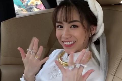 Choáng với siêu xe, trang sức kim cương trĩu tay trong đám cưới con đại gia