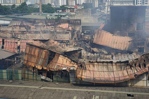 """Bị """"tố"""" gian dối và lấp liếm về vụ cháy, cổ phiếu Công ty Rạng Đông lao dốc mạnh"""