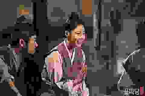 """Hé lộ chuyện tình tay ba giữa nhà vua, ông mai và cô nàng cá tính trong """"Biệt đội hoa hòe"""""""