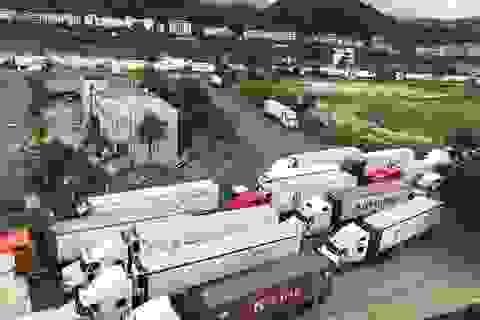 """Hàng trăm xe hàng hóa vẫn """"nằm im"""" ở cửa khẩu, chờ sang Trung Quốc"""
