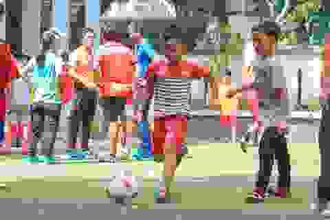 Mang lại nụ cười cho trẻ em khuyết tật qua bóng đá